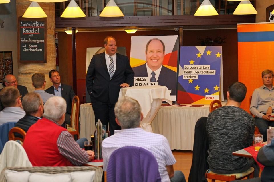 Helge Braun im Dialog mit den zahlreichen Gästen des CDU-Bürgergesprächs